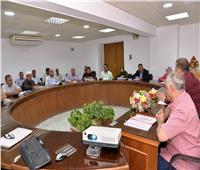 سكرتير عام أسيوط يترأس اجتماع اللجنة العليا لمحو الأمية
