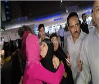 صور| الحاجة سعدية «ضحية العمرة المزيفة» تعود للقاهرة