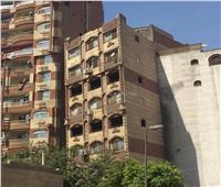 صور| عقار مارجرجس المائل يدق «ناقوس الخطر» للمباني المخالفة