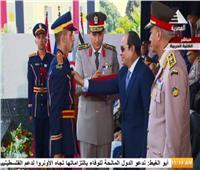 صور| السيسي يُقلد أوائل خريجي الكليات العسكرية نوط الواجب العسكري