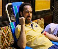 """بالصور """"نصير شمة"""" يشارك """"الهلال الأحمر"""" في حملة للتبرع بالدم"""