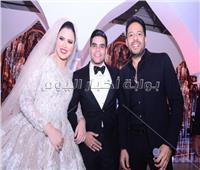 صور| تامر حسني وحماقي يحيان زفاف «محمد وبسنت»