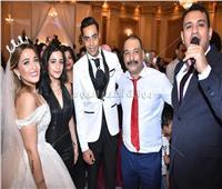 صور| الليثي وطارق الشيخ يحيان زفاف «مصطفى وبسنت»