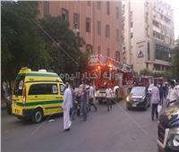 بالصور| السيطرة على حريق فندق فيكتوريا بشارع الجمهورية