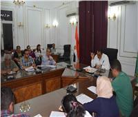 سكرتير عام محافظة المنيا يناقش تطوير الخدمات الحكومية