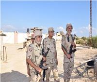 وزير الدفاع يتفقد قوات تأمين شمال سيناء ويشيد بالروح القتالية