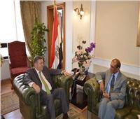 وزير قطاع الأعمال يبحث مع سفير الهند بالقاهرة سبل تعزيز التعاون