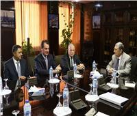 «فوده» يلتقي وزير الكهرباء وقيادات «شنايدر» لبحث افتتاح محطة طاقة شمسية بشرم الشيخ