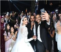 صور| سامو زين وبوسي يحيان زفاف «إسلام ومي»
