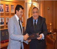 """""""جامعة حلوان"""" تكرم وزير الشباب والرياضة"""