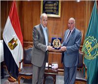 عشماوي يكرم اللواء إيهاب خيرت مدير أمن القليوبية السابق