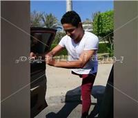 فيديو| مصري بقدم واحدة يتحدى الجميع بـ«كيكي»
