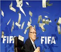 بلاتر يفجر مفاجأة قد تطيح بأحلام قطر لتنظيم كأس العالم