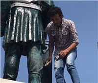 صور| الثقافة تبدأ أعمالها لإعادة رونق تمثال الخديوي إسماعيل