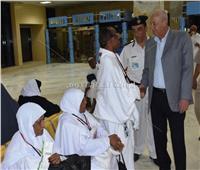 حجازي يُودع الرحلة الأولى لحجاج بيت الله الحرام بمطار أسوان