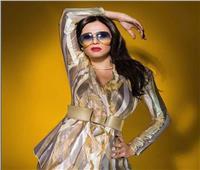 ياسمين عبد العزيز بإطلالة «ذهبية» في أحدث جلسة تصوير