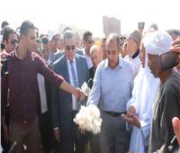 وزير الزراعة يفتتح موسم جني القطن على أرض الفيوم