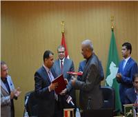 «سعفان» يشهد توقيع اتفاقية لصرف علاوة خاصة للعاملين بالشرقية