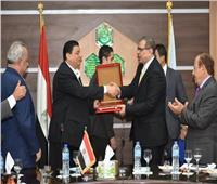 تكريم وزير القوى العاملة ومحافظ الشرقية بـ«جمعية المستثمرين»