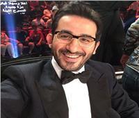 بكل لغات العالم «أحمد حلمي» يشكر أحد متابعيه