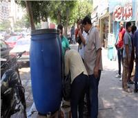 فيديو| «خلي الفقير يشرب».. «عم محمد» يوزع عصائر بالمجان في وسط البلد