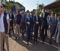 وزير التنمية المحلية يتفقد مصنع تدوير القمامة في بني سويف