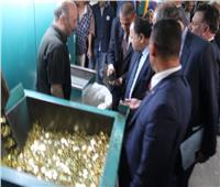 المالية تدرس طرح عملة معدنية فئة 2 جنيه وماكينات بالمترو لفك العملات الورقية