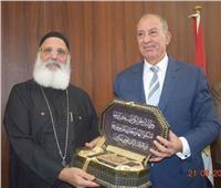 أساقفة البحر الأحمر تهدي المحافظ مصحف بمناسبة عيد الأضحى المبارك