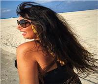فيفي عبده تتألق على الشاطئ بـ «المايوه» و«التايجر»| صور
