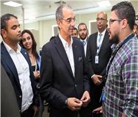 وزير الاتصالات: حريصون على توطين صناعة إلكترونيات التعليم بمصر