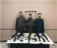 ضبط أسلحة وذخائر وهاربين من أحكام في حملة أمنية بأسيوط