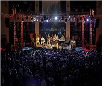 محمود العسيلي يحيي حفلا ناجحا وسط طلاب الجامعة الأمريكية