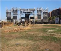 صور| التجهيزات النهائية لحفل عمرو دياب في «جولف مارينا»