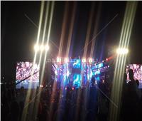 صور  التجهيزات النهائية لحفل تامر حسني بنادي الشمس