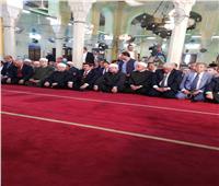 محافظ القليوبية يؤدي صلاة الجمعة برفقة المفتي ووزير الأوقاف