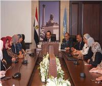 محافظ الإسكندرية يناقش برامج تنمية المجتمع مع «القومي للمرأة»