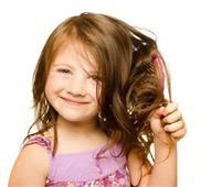 للأمهات.. تعرفي على سبب تساقط شعر الأطفال