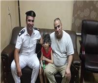 صور| أمن القاهرة يعيد طفلًا تائهًا إلى والده