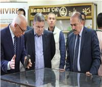 في زيارة مفاجئة.. وزير قطاع الأعمال العام يتفقد شركتي ممفيس والنيل للأدوية