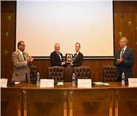 «رئيس جامعة القاهرة» القيادة السياسية المصرية تسعي للاستفادة من التجربة اليابانية