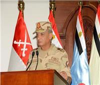 وزير الدفاع يلتقي ضباط وصف وصناع وجنود المنطقة المركزية العسكرية