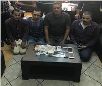 القبض على أربع عاطلين بحوزتهم كمية من مخدر الهيروين بمدينة بدر