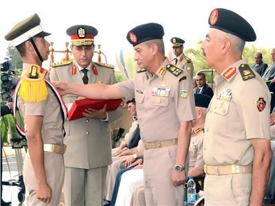 وزير الدفاع يشهد حفل تخرج الدفعة 154 من كلية الضباط الاحتياط