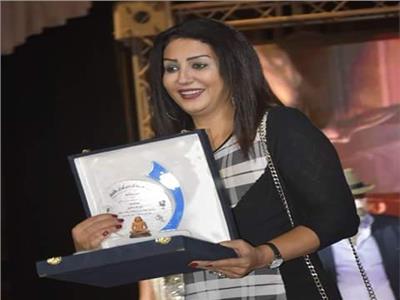 وفاء عامر تهدي تكريمها بمهرجان همسة للراحلة هند موسى