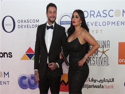 شاهد| زوجة أحمد الفيشاوي تخطف الأنظار في الغردقة