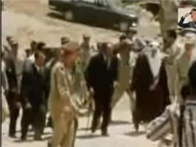 فيديو| مشاهد نادرة للسادات والملك فيصل فوق حطام «خط بارليف»