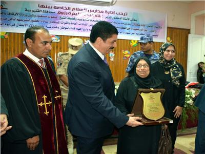 محافظ القليوبية يشهد تكريم أسر الشهداء بمدرسة السلام