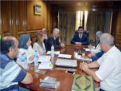 محافظ القليوبية يعقد اجتماعًا لتنفيذ مشروع «ممشى مصر» ببنها