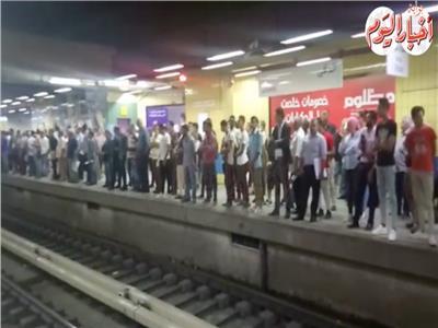 فيديو| عطل فني بالمترو يؤدي إلى تأخر حركة القطارات بالخط الثاني