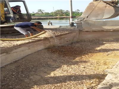 بدء معالجة الهبوط بكوبري الجندية ببني مزار بالمنيا